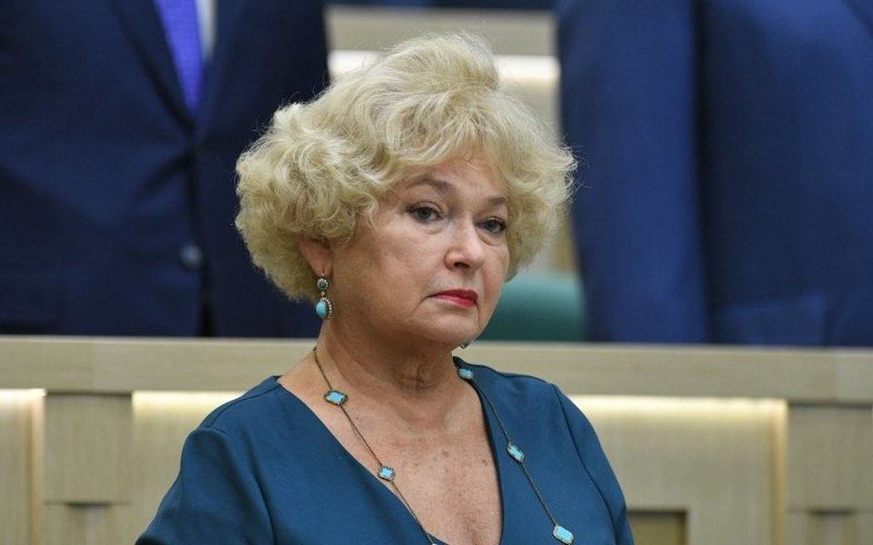 Мать Ксении Собчак Людмила Нарусова решила самоизолироваться. СМИ сообщают, что она госпитализирована вКоммунарку
