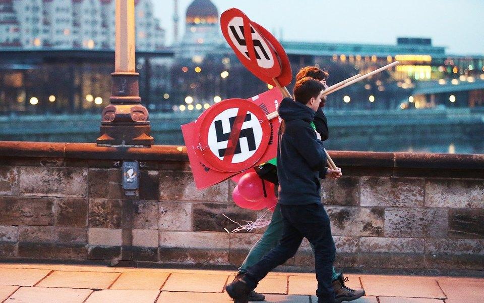 Американский турист вскидывал нацистское приветствие вДрездене. Это была нелучшая идея