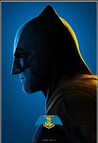 Теперь из-под кевларовой маски Бэтмена будет выглядывать подбородок Роберта Паттинсона. Чьи голливудские челюсти рассматривали нароль Темного рыцаря?