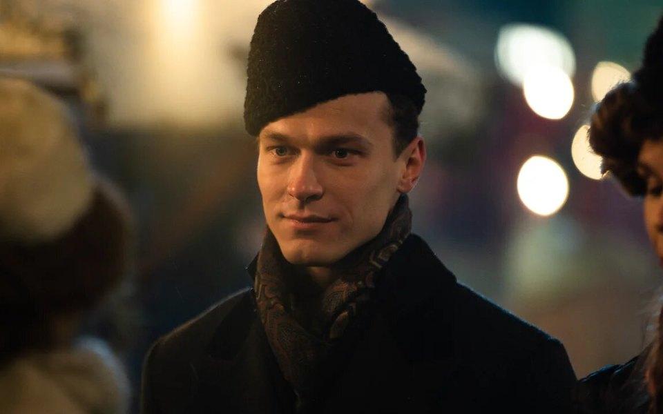 «Краш», «любимый мужчина», «я одержима»: как всоцсетях отреагировали нагероя Юрия Борисова в«Серебряных коньках»