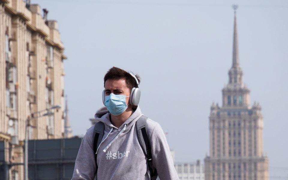Bloomberg сообщил о начале третьей волны коронавируса в России. В Роспотребнадзоре заявили, что это не волна, а «плавный подъемчик»