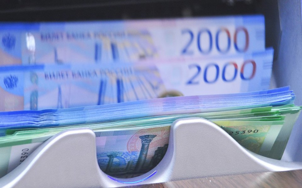 Российские банки начали перечислять зарплаты по номеру телефона