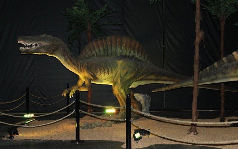 В Канаде продают больше 50 двигающихся моделей динозавров в полную величину